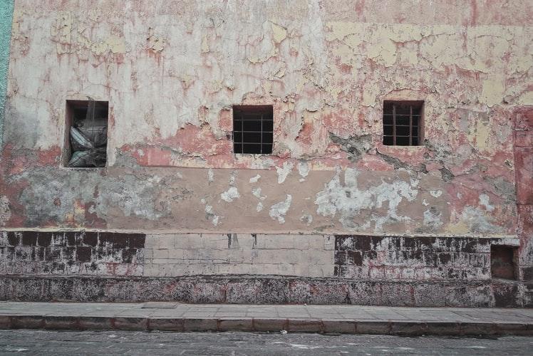 Къртене на стени и сводове
