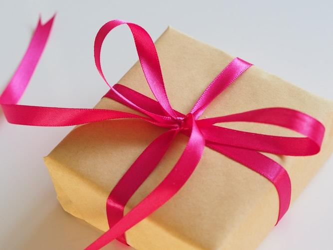 Какви коледни подаръци да вземем за роднините и семейството