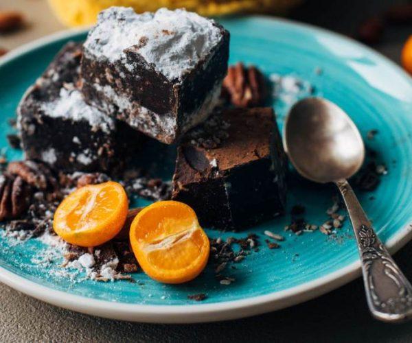 Как да си приготвите истинска сурова торта със здравословен шоколад